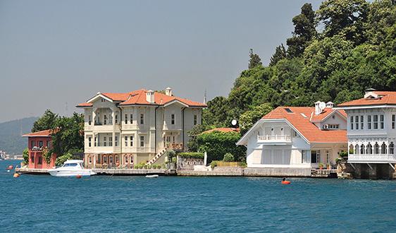 3-Yalı in_Kanlıca_on_the_Bosphorus,_Turkey_001-A