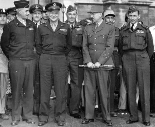 Eisenhower_and_Koenig_in_Paris,_1944