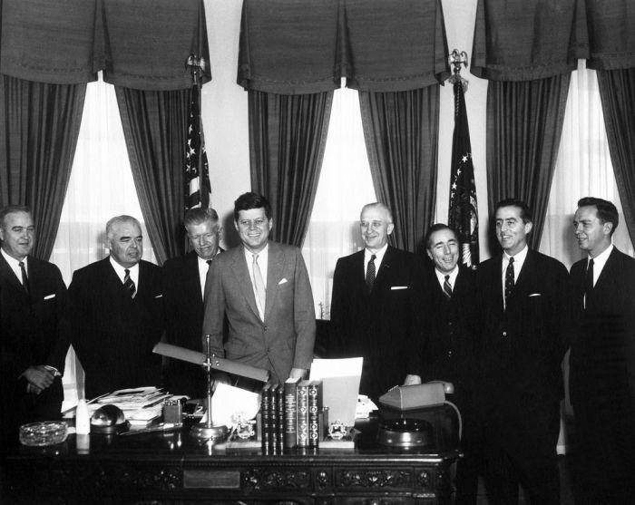 JFK_with_Ambassadors_March1961
